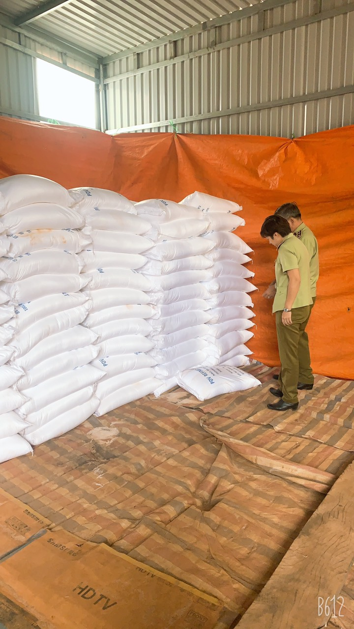 Xử lý cơ sở kinh doanh 15 tấn muối khô vi phạm về nhãn hàng hóa