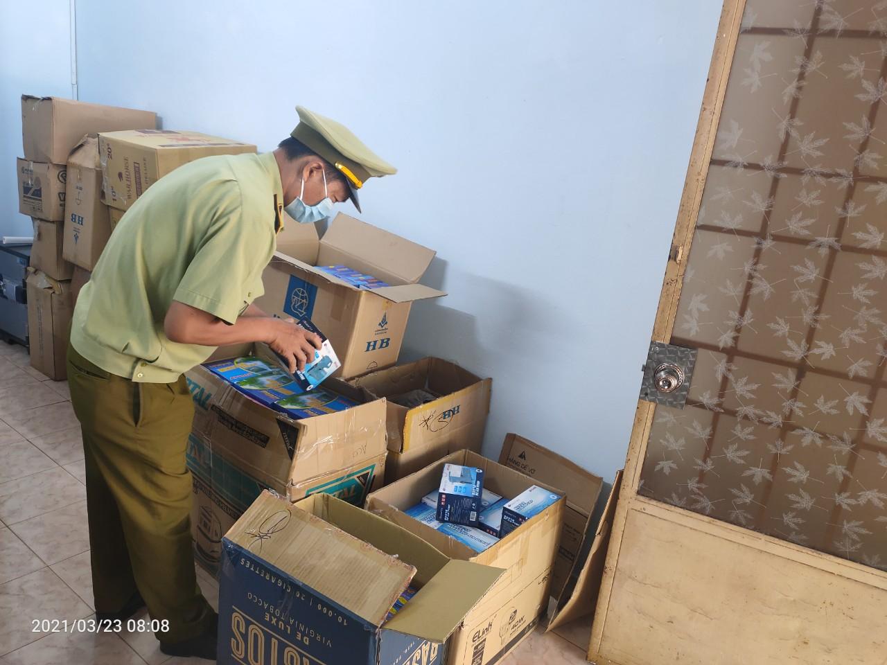 Đội QLTT số 6: Xử lý cơ sở kinh doanh 1.460 sản phẩm nhập lậu và không rõ nguồn gốc xuất xứ
