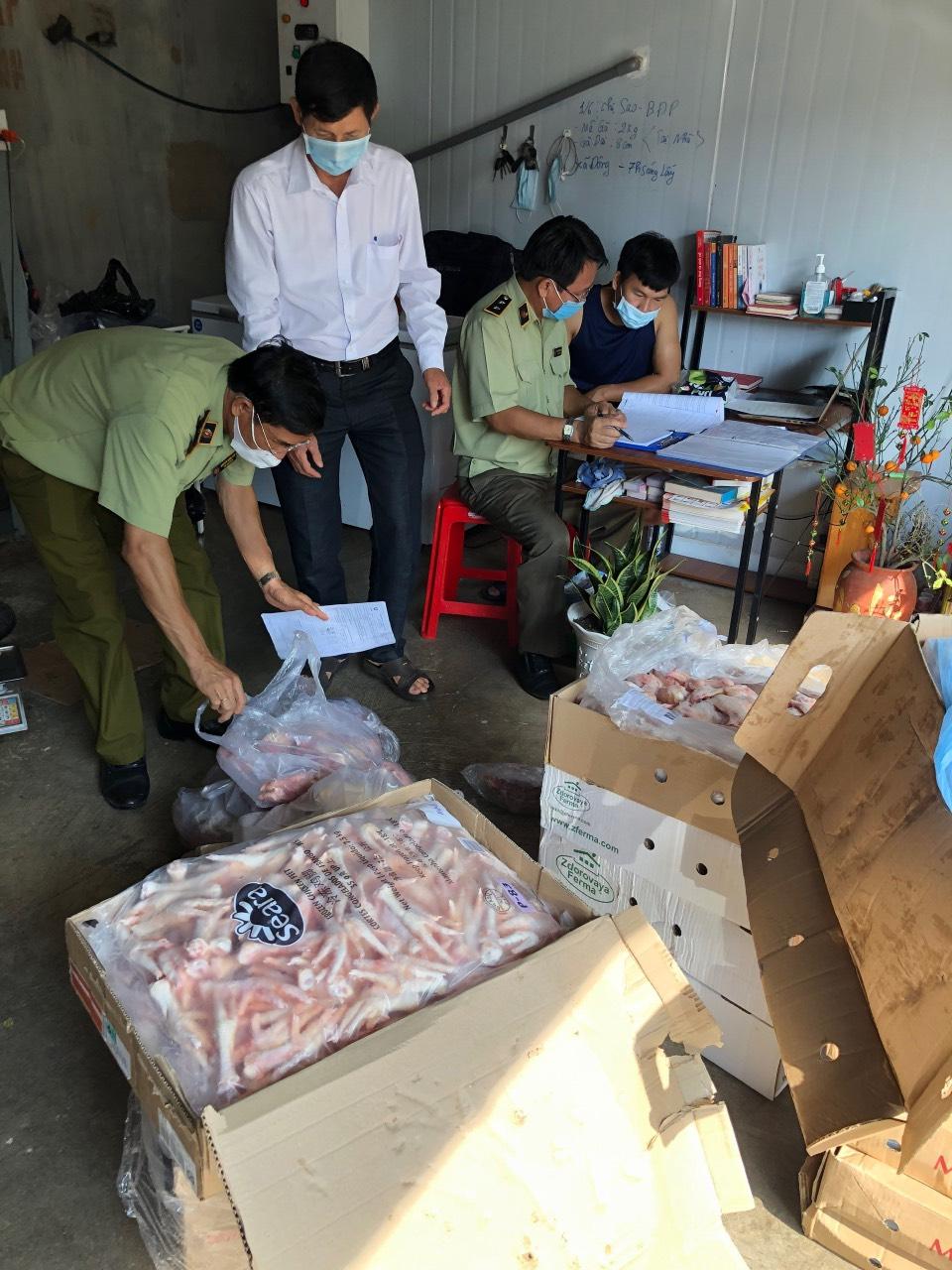 Cục Bình Phước: Tiếp tục phát hiện 517 kg thịt, xương động vật đông lạnh nhập lậu và không rõ nguồn gốc, xuất xứ