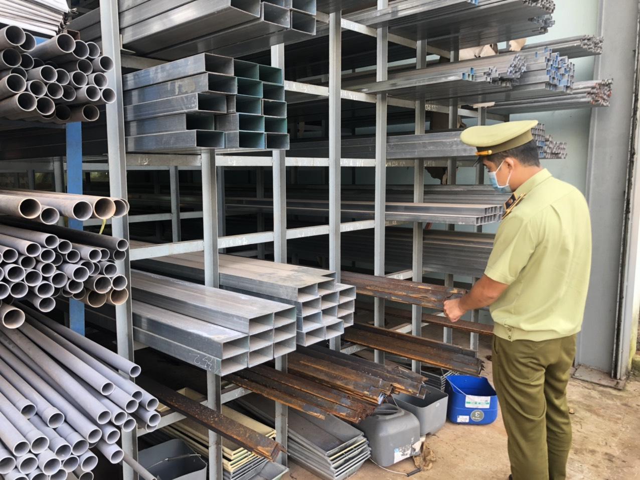 Đội Quản lý thị trường số 5 tăng cường kiểm tra mặt hàng thép xây dựng